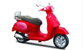 Vespa GTS 300 - rood - 1:18