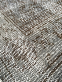 Vintage recoloured tapijt steengrijs Maat: 184 x 300