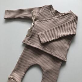 Newborn knoopmutsje SOFT PINK