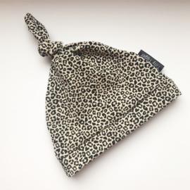 Knoop mutsje 'leopard small'