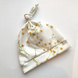 Newborn mutsje 'daisy flower'