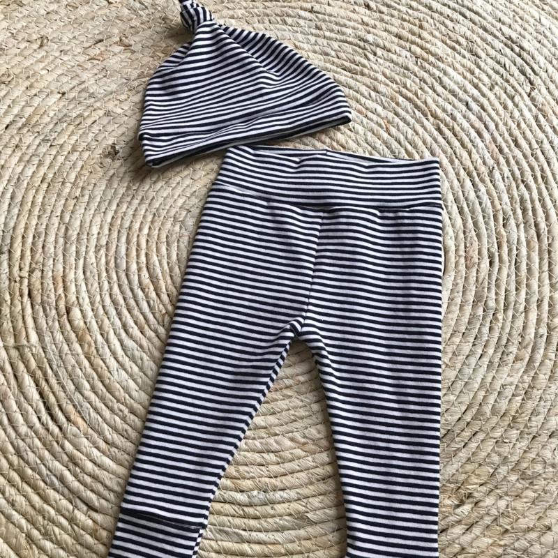 Broekje met mutsje of haarband 'small stripes'