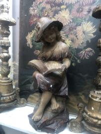 Beeld lezend meisje
