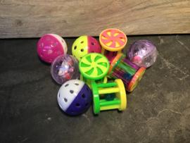Divers klein speelgoed in verschillende kleuren