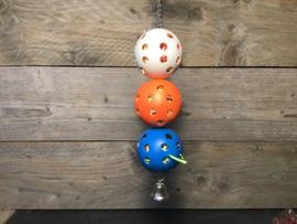 Ballen gevuld met papiersnippers met bel