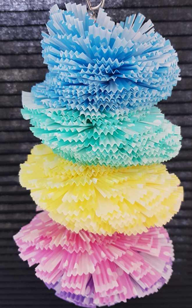 Fruitspies met cupcake papiertjes gevuld.