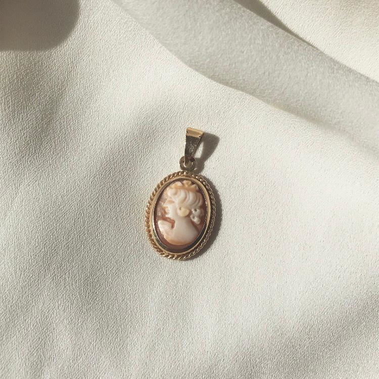 Vintage Cameo 14 K Solid Gold Pendant