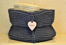 Handmade gebreid mandje om spullen op te bergen jeansblauw maat M