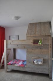 Een Stapelbed / Hoogslaper van steigerhout model Sandro