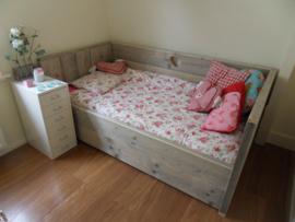 Bedbank van 5cm dik steigerhout