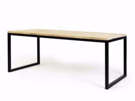 Tafel met stalen frame blad van steigerhout