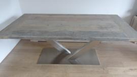 Tafel met geborsteld RVS onderstel blad 5cm dik steigerhout