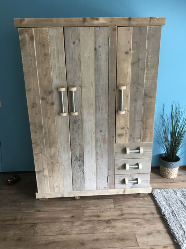 3 deurs kledingkast steigerbuis