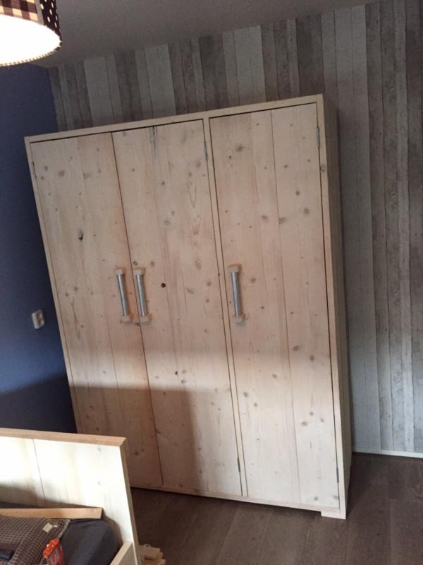 Kledingkast 3 deurs