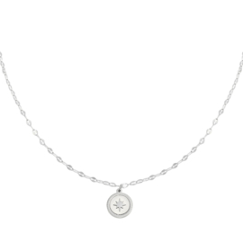 Round twisted star necklace