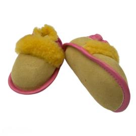 Babyslofjes Geel met Roze 6-12 mnd