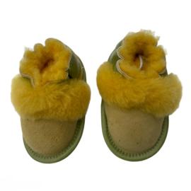 Babyslofjes maat 0-6/ 6-12 maanden gemaakt van schapenvacht