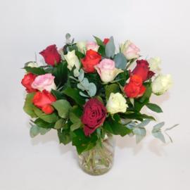 Rozenboeket Carina rood wit roze