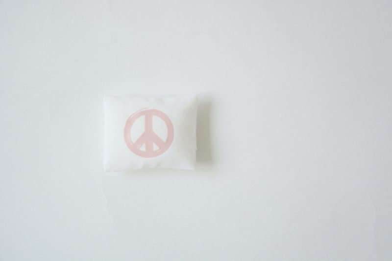 """Kussentje """"peace pink"""""""