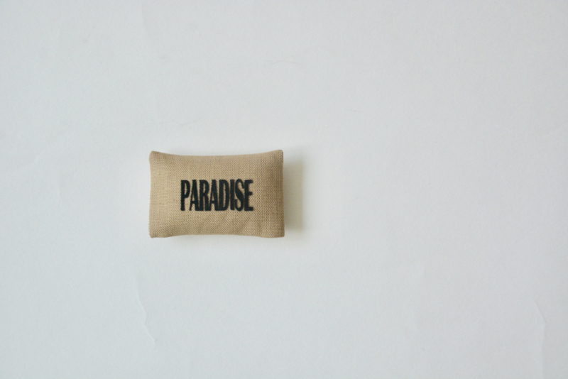 "Kussentje ""paradise"" natural"