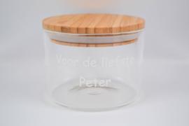 Glazen peterbokaal met houten deksel