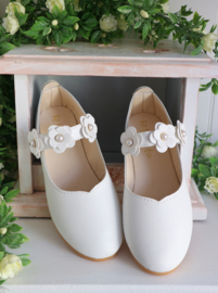 Schoen White Flower