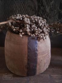Oude Nepalese Pot met ijzerbeslag