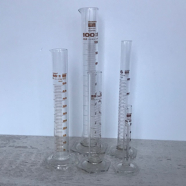 Vintage laboratoriumglas 4 x maatbeker