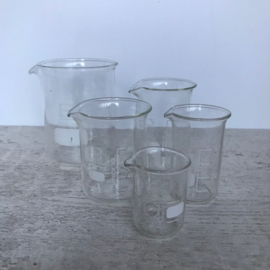 Vintage laboratoriumglas maatbekers