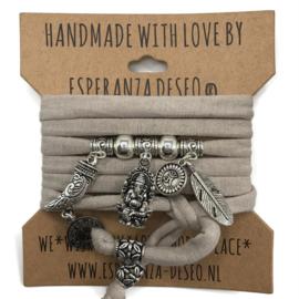 """Licht taupe armband met zilverkleurige bedels thema """"Ganesha"""""""