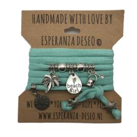 """Zeegroene armband met zilverkleurige bedels thema """"Beach Girl"""""""