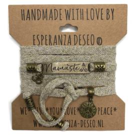 Goud met zandkleurige armband met de tekst: Namaste - Respect