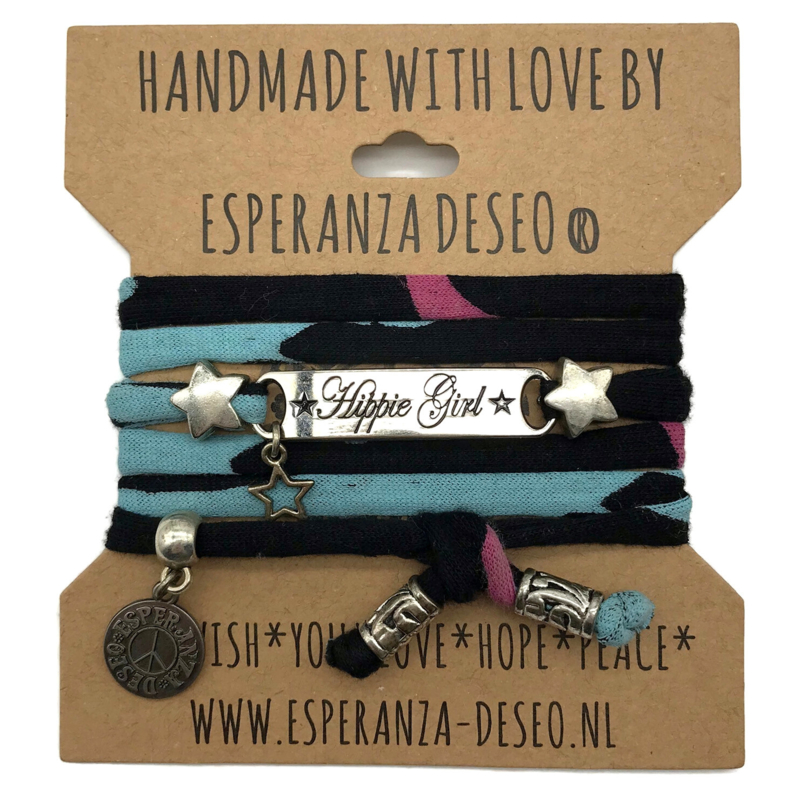 Zwart met kleur print armband met de tekst: Hippy Girl - By Heart