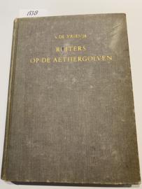 Ruiters op de aethergolven.   S. de Vries jr.   Uitgever: Andries Blitz   ca. 1948   tekeningen Rein van Looy  