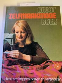 Groot zelfmaakmode Boek | alles over knippen | Naaien en veranderen | 1974 | gedrukt door de Lange / van Leer b.v., Deventer |
