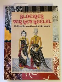 Bloemen van het Heelal | De kleurrijke wereld van de textiel op Java| Alit Veldhuizen-Djajasoebrata