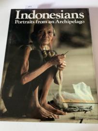 Indonesians, portraits from an archipelago | Ian Charles Stewart, Judith Shaw | 1983 | Indonesia Pranawajati Penerbitan Concept Media Singapore |
