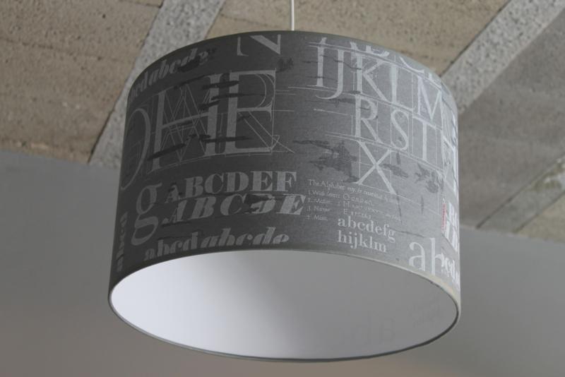 Hanglamp grijs met letters