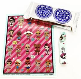 L.O.L. stickers + elastiek + Oreo koekjes