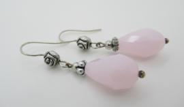 Zilverkleurige roze druppel oorbellen