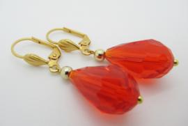 Goudkleurige klapoorbellen druppel rood