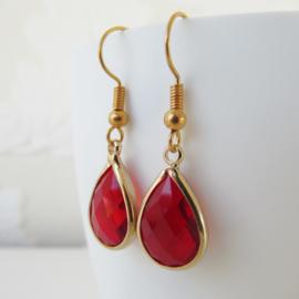 Goudkleurige rode druppel oorbellen
