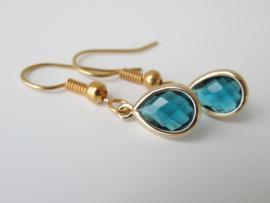 Goudkleurige emerald druppel oorbellen