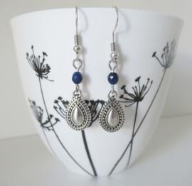 Zilverkleurige boho oorbellen met lapis lazuli