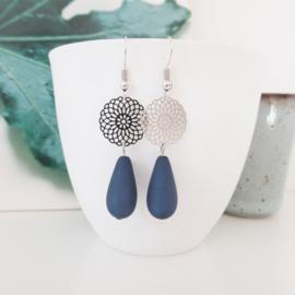 Zilverkleurige blue druppel oorbellen