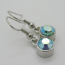 Zilverkleurige oorbellen met lichtblauw steentje