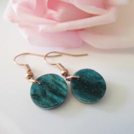 Rosekleurige ocean green resin oorbellen