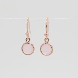 Rose oorbellen met licht roze bedel