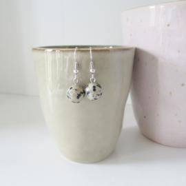 Zilverkleurige dalmatiër oorbellen