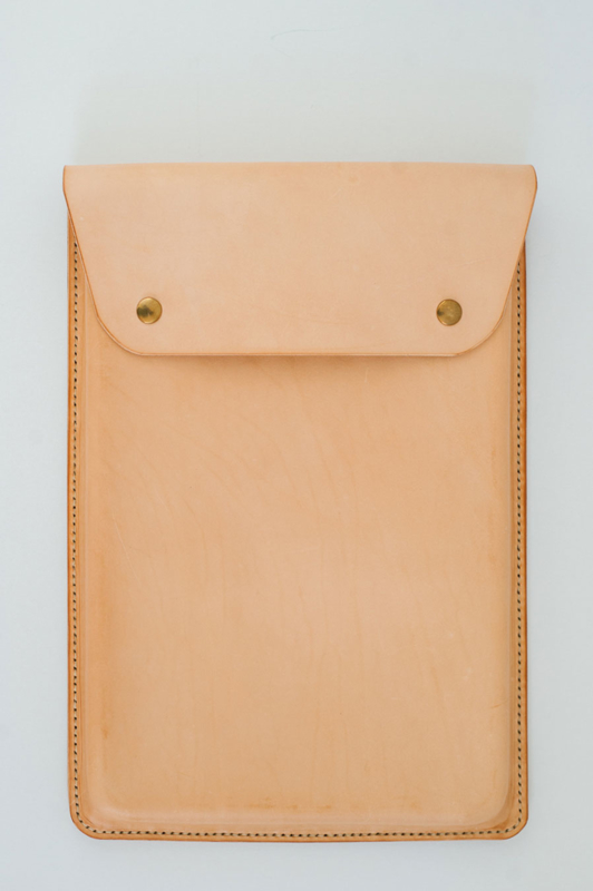 NOMUKA LEATHER CASE / Portret